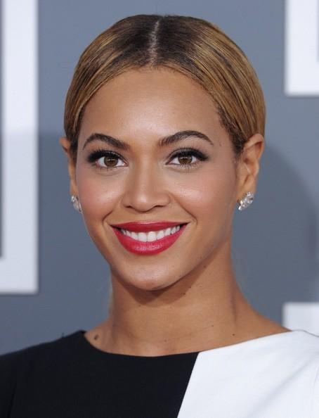 Elegante y guapísima Beyoncé no defraudó en los Grammy 2013