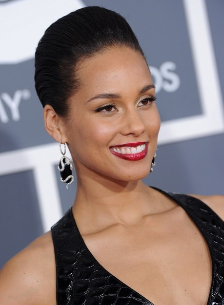 Alicia Keys también eligió un labial rojo